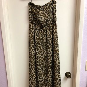 Dresses & Skirts - Forever 21 animal print flowy chiffon maxi dres